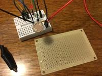 電子工作やっている方に質問です。  さいきん電子工作をやり始めたものです。 ブレッドボードに色んな回路を自作していますが、回路が正しいのが分かってきたので、基板にハンダでつけたいの ですが、基板ってブレッドボードと違って一個一個の端子が独立していることに気づきました。  これって、どういう風に端子間をつなげるのですか? 端子間をハンダで埋めて導通させるのですか?それとも、ジャンパ...