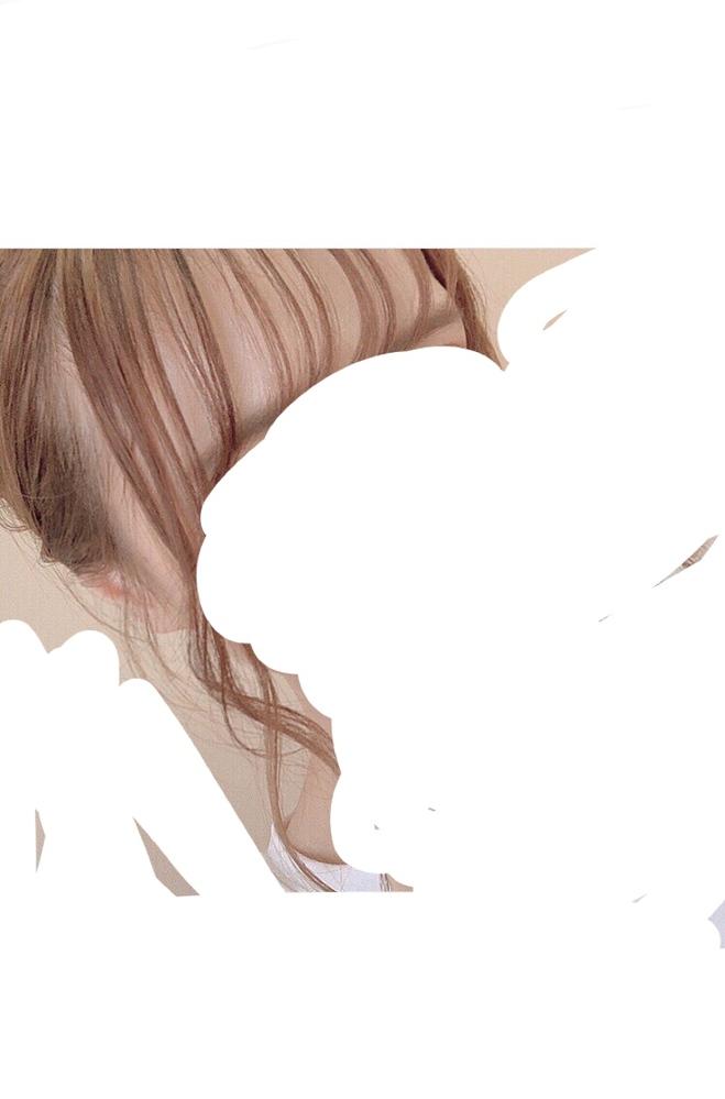 この方の髪色って何色かわかりますでしょうか?