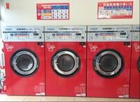 コインランドリーでよく見かける洗濯機は、構造的に「ドラム式洗濯機」「縦型洗濯機」のどちらに分類されるのでしょうか?コースは「洗濯30分+乾燥10分」はスタンダードコースです。運転終了後 洗濯物を取り出すと、若干乾いていない状態です。