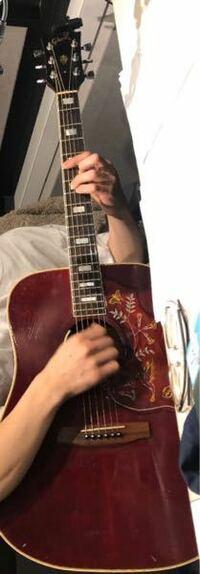 マカロニえんぴつのはっとりさんが使ってるギターの名前教えて欲しいです