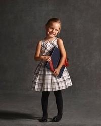 回答よろしくお願いします。  子供の入学式時の靴下かタイツで悩んでいます。 添付の画像のようなワンピースの場合、靴下はハイソックスの方がいいのでしょうか? それともタイツの方がいい でしょうか?  ...