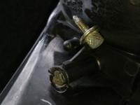 ネジやボルトや工具に詳しい方回答よろしくお願いいたします! 画像のボルトが空回りしてプライヤーでボルト挟んでナットを回してどうにか取れたのですがネジ山がプライヤーのせいで潰れてしまいました。  なんか...