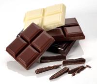 食生活についてです。 私はチョコレートが大好きです。  最近はチョコレート(チョコクッキーやケーキなどではなくチョコ単体です。)とコンビニの鶏ササミのサラダを食べることが多いです。 食事は1日1回だけです、 飲み物は炭酸水をよく飲んでおります。  『毎日チョコレートばかり食べているとどうなってしまうのですか?』