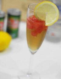 こういうカクテル?のお酒のレモンの切り身はオレンジとかではだめなんですか? 後はこのみですか?  ウイスキーにこういった感じでレモンやオレンジを付け足したらおいしいですか?  ウイスキーは普通の角瓶で水や炭酸水で割ったものを想定してください。