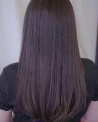 ブリーチ無しの黒髪でこの色染まりますか? できるだけブリーチ無しで、かなり暗めの紫、赤系をいれたいのですが染めたことがないのでわからないです。ぜひ教えてください!