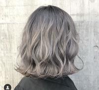 今度タリーズでバイトを始める者です。 タリーズやスタバでのバイト経験がある方にお聞きしたいのですが画像の髪色は大丈夫でしょうか。 少し明るすぎますかね、面接時には髪色に対して特に言 われませんでした。ご回答よろしくお願いします。