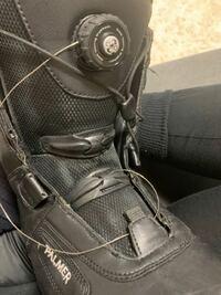スノーボードブーツのBOAについて Palmerってブランドのブーツなんですが、 BOAシステムが切れてしまって 修理キットを頼もうと思ったのですが、このboaの型式が分からず、どうすればいいか分からない状況です。 ...