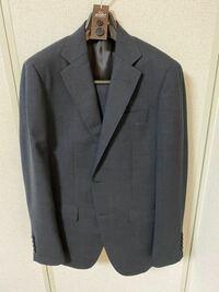新入社員がチャコールグレーのチェックスーツを着ていくのはまずいですか? 遠目からは無地に見える薄いチェックです