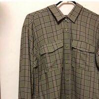 このシャツワンピを羽織として、 カジュアルに着こなしたいです。 どんな色とトップスと ボトムスを持ってきたらいいですか? ちなみに色は【ブラック以外】でお願いします。   シャツワンピの色: ブラウン、 オ...