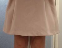 これぐらいのスカートの丈ってミニスカートに入りますか?膝丈に入りますか?