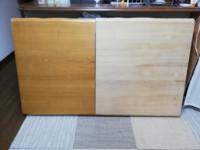 この天板に使われている木材はなんでしょうか? オリジナルテーブルの材料として、リサイクルショップで画像のような集成材の天板を購入し、塗装を剥がしてみました。 なんの集成材かわかりますか? 手元にあるSPFと比べるとかなり密度感がありずっしりときます。
