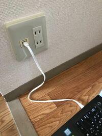 パソコンのネット接続について。インターネットへの接続の仕方を業者の方に聞いたところ、「光ファイバーなのでコンセントとPCを直接LANケーブルで繋げばネットに接続できる」と言われたのですが、これであってい...