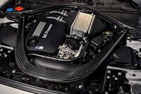 エンジンルームがカッコいい車ってありますか?  私はS55エンジンを搭載したBMW車(M3、M4、M2コンペティション)がカッコいいと思いました。   皆さんがこれまで見た中でこの車のエンジン ルームはカッコよ...