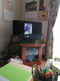 Chromecastで、スマホの画面をテレビにミラーリングしたのですが、サイズが縦長にしかなりません。 テレビの全画面に表示するにはどのようにしたら良いですか?