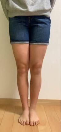 脚やせをしたい(特に太ももを中心に)中学生の女子です。 私の身長は163cmで体重51kgです。  写真あります⇊   私は暑がりでもう、6月くらいから短パンを毎年履いているのですが、最近自分の脚を見て友達の脚と比べたりして特に太ももが太くて隙間がない!と思いました    なので、いまでもまだ間に合う簡単な脚やせ(特に太もも)方法を教えていただけるとありがたいです。日頃気をつけた方がいいこと...