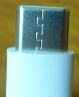 HUAWEI P30 liteの充電器のスマホに挿入する銀色の部分は、どちらが上ですか? ギザギザマークがあるほうが、スマホの背面側に来るようにさすのですか? ㅤ *表 裏 上 下 スマホの画面側 背面側
