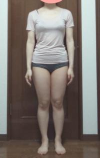 22歳 身長155cmです。 ①自己診断では骨格ストレートですが、客観的に見てどうでしょうか?  ②X脚だと思うのですが改善する方法はありますか?  ③客観的に見てどのくらい太いか?  ④おす すめのダイエット...