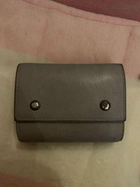 セリーヌの財布についてです。 セリーヌの財布が汚れてしまい、ボタンなどを交換して欲しいのですが...