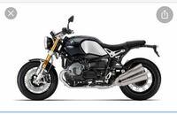 バイク カスタム シート cb400sfのシートをこんな感じでまっすぐにしたいんですが、シート交換だけじゃできないですよね? フェンダーとかいじればいけますか? 骨格をいじらないといけないなら、手は出せないなと思いますが、、、
