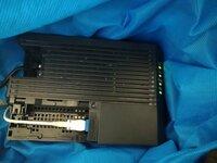GE-ONUというモデム(画像)を使っています。  現在、白いケーブルでネット回線に、黒いケーブル(LAN)でPCに、それぞれ接続しています。 画像の通り、LANケーブルの接続口は黒いケーブルを接続しているものが...
