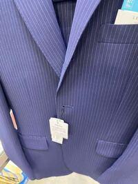 このストライプのスーツは新社会人ても着れますか?