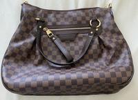 母のおさがりでルイ・ヴィトンのバッグを貰いました。  型や名前、相場が知りたいです。(友人などに聞かれた時何も答えられないのが嫌なので)  よろしくお願いします