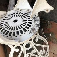 ガーデンテーブルの椅子修理についての質問です。 イスのボルトが二本ともバカになってしまい、復旧が困難になりました。 修理するには、どういった方法がいいでしょうか?