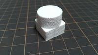 3Dプリンターの品質と設定について質問です タイミングベルトを調整してやっと円がきれいに出るようになったのですが側面に波模様のようなものがついてしまっています。 ベルトがまだ緩いので しょうか?それと...