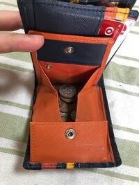 財布の小銭入れの名称を教えてください。 財布を買い替えようと検討しています。 一番、重点を置いているのは小銭入れでして、画像のように大きく開くタイプの小銭入れの財布を探しています。 この小銭入れの形...