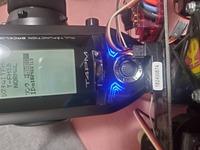 ラジコンカーのプロポと受信機の設定についてお聞きします。 フタバのプロポと受信機のセットを買いました。 4PMとR314SBのセットです。 リンクさせたいのですが、説明書どおりにやってもで きません。受信機側は赤点滅のままでピーピーピーと鳴ったままです。プロポと受信機の数字も違っています。受信機のリンクボタンを押しても何にもかわりません。原因わかりますか?