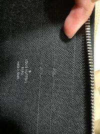 ルイヴィトンのこちらの財布は本物ですか? M61857 知識に疎いもので、教えていただけるとありがたいです。 よろしくお願いします。
