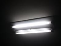 蛍光灯からシーリングライトへの交換   添付写真のような蛍光灯は大抵の場合、引掛けシーリングではなく直結ですか?  外して確認すればいい話なのですが。