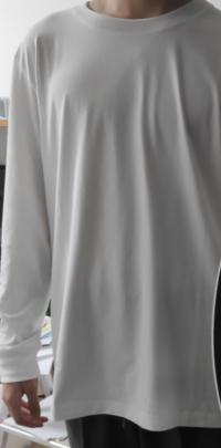 これ大きいですか?変ですか? エアリズムのTシャツです。一枚で着ようと思っています。