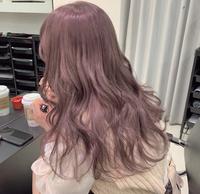 ブリーチ2回で画像のようなピンクが強すぎない?ピンクベージュの髪色にしたら色落ちは何色になりますか??