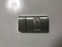 このライターはどこのブランドなのでしょう。筆記体が分からなくて。