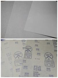 この紙やすり/サンドペーパーは耐水性があるタイプかどうか分かりますか? 実際やすりの面はもっと黒寄りのグレーです。