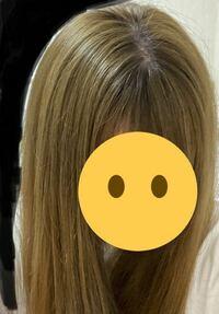 美容院でミルクティーベージュ(仕上がりはオリーブベージュっぽかった)にしてもらい、1週間で色落ちしてこの色になりました。実際はもう少し緑がかってます。 ここから金髪ではなくベージュに近づけるにはムラシ...
