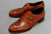 靴磨きをしない方がいい革靴とはどんな靴? 数年前にリーガルでオシャレな革靴を買いました。【Shetland Fox 3042SF】と書いてあります。(※画像はネットで拾ったものです)   その際「この靴は磨かない方がい...