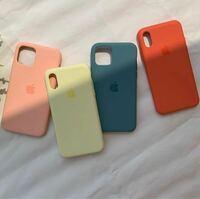 こんなiPhoneケースどこで買えますか?? 自分でも調べてみましたが、韓国のサイトしか見つかりませんでした( ᵕ ᵕ )  これはAppleの純正のケースなのでしょうか?? Appleでも似たようなのはありましたが、色がなかったです、、、