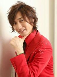 写真は歌謡コーラスグループ・純烈の後上翔太さんの若い頃(今だって十分若い)です。どう思いますか?教えてください。