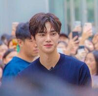 この人の名前を教えてください!たぶん韓国の俳優かアイドルだと思います、。