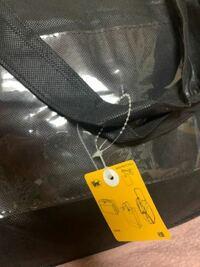 ZOZOTOWNで買取割りを初めて利用するのですが、写真にもある届いた専用のバッグに着いている黄色い札はそのままにしておくものですか? また下取りリストはバッグの中に入れて於けばいいですか?