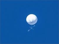 仙台などの空に浮かんでいた謎の白い物体の正体は一体何だったんですか? 調査中というだけで結果のニュースがないのですが・・・・。 結局ほったらかしのままでどっかにいってしまったんですかね?