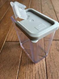 この蓋つきメモリつき容器は何に使うキッチン用品ですか?200 mlあります。 実家からの荷物です。