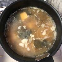 味噌汁を2日常温で置いてたのですが、こんな感じになってました。食べれますか?