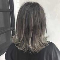 こういう毛先が明るいグラデーションカラーにするのって普通のカラー料金より高くなるんでしょうか?? (今ブリーチしてかなり明るいんでブリーチ料金は無しで!)