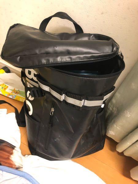 このカバンをファスナーし忘れて学校に自転車で登校したのですが,荷物や小物とか教科書が落ちる可能性はありますよね? また,落ちたら気づきますか? 少し落としたかもしれないと不安です。 10キロ以上離れています。学校と家では
