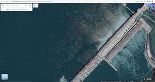 三峡ダム,たくさん見える赤い浮遊物,上流側,データ,hl