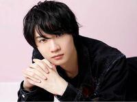 男性で桜田通よりも綺麗な手を見たことが無いのですが、他にいます?こんな綺麗な手を持つ男性は。