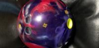 ボウリングのボールのレイアウトについて教えてください! こちらのボウリングボール、画像だけを見たらどのような動きが考えられますでしょうか?  ちなみにクリスタルフィジックスです。 あまりキレを感じなく...